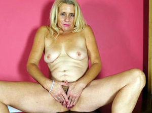Mature pussy movies