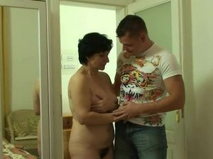 Hairy pussy mom porn